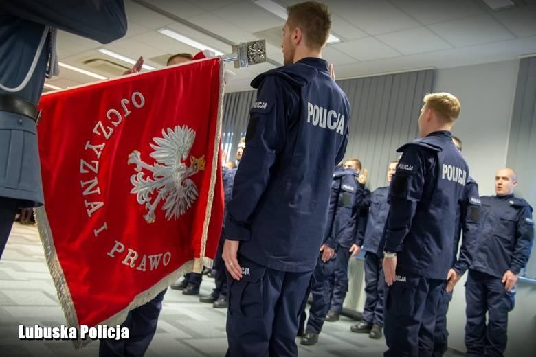 W piątek (15 listopada) szeregi lubuskiej policji zasilili kolejni stróże prawa, którzy z przeszli wszystkie etapy postępowania rekrutacyjnego. 30 funkcjonariuszy