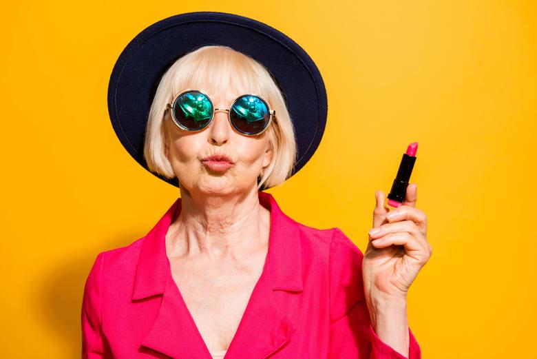 Czy można być modnym w każdym wieku? Te kobiety ogłaszają rewolucję stylu! Precz z babcinymi ciuchami!