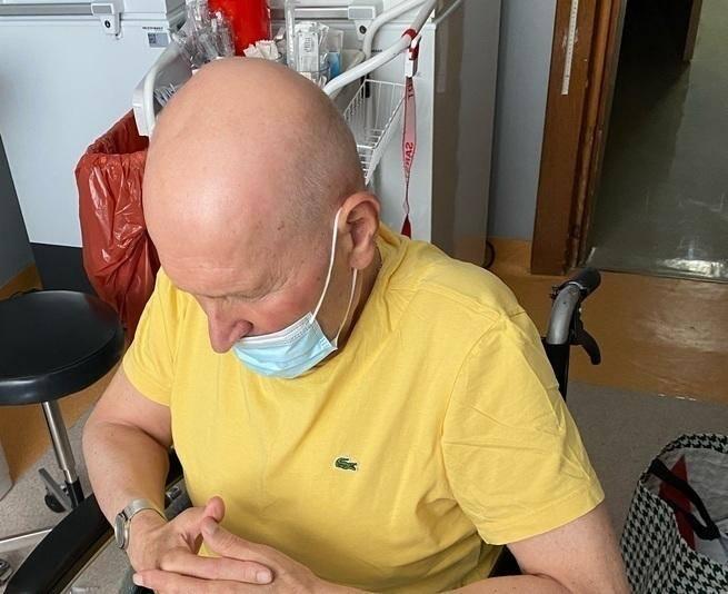 Marek Miśtal wiele lat uczył w Technikum Leśnym w Starościnie. Ponownie musi walczyć z rakiem płuc