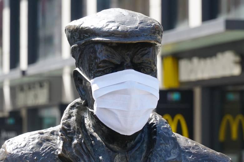 Pandemia nie minęła i wciąż trzeba zachowywać środki ostrożności, ale kolejne obostrzenia są stopniowo łagodzone. Dzięki temu Poznań znów zaczyna wyglądać
