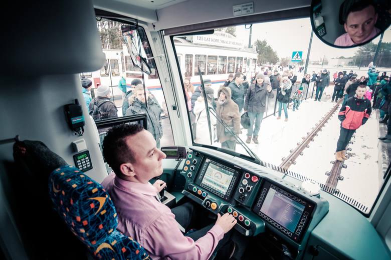 Zainteresowanie nowymi tramwajami było ogromne. Każdy liczył minimum na kilka minut jazdy.