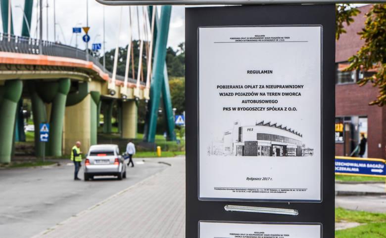 Przedstawiciele PKS w Bydgoszczy zapewniają, że na razie kończy się jedynie na pouczeniach kierowców, którzy zapuszczają się na teren PKS.<br />