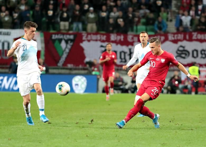 Jedna prostopadła piłka na początku meczu, a potem tajemnicze zniknięcie. Od pierwszych minut przykleił się do prawej strony boiska, ale Łukasz Piszczek
