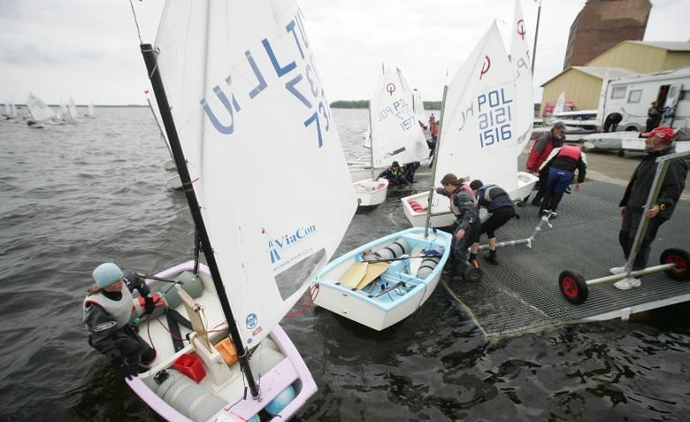 """Regaty Na zalewie: żeglarze walczą o """"Puchar Kamienia Pomorskiego 2010"""""""