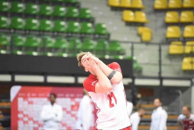 Reprezentacja Polski pod wodzą Vitala Heynena wreszcie rozegrała w tym roku jakiś mecz. W Zielonej Górze, po dziewięciu miesiącach przerwy (po części