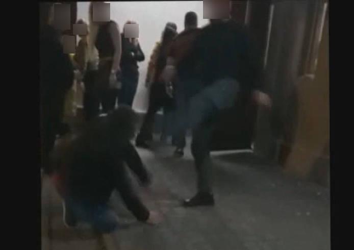 Policja prowadzi śledztwo w sprawie pobicia przed Adamkiem