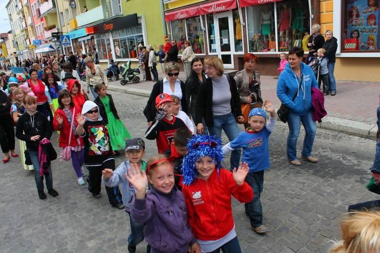 Dni miasta rozpoczęły się w sobotę w strzeleckim rynku. Mieszkańcy przemaszerowali stąd w korowodzie do parku miejskiego.