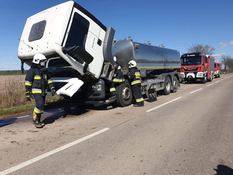 Pożar ciężarówki na trasie Brańsk - Świrydy. Ogień w komorze silnika (zdjęcia)