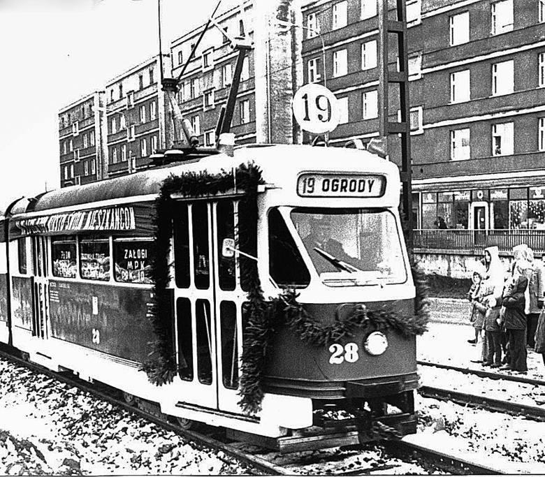 Rok 1972. Trwa budowa torowiska w tunelu pod wiaduktem kolejowym.
