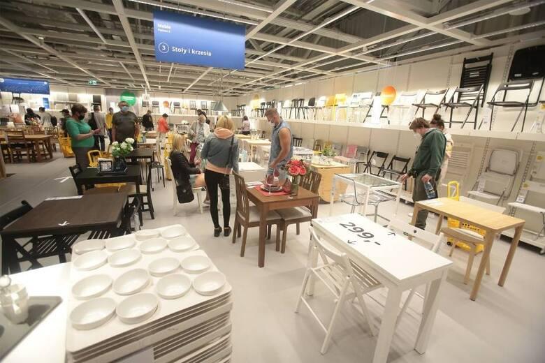 IKEA wyprzedaje meble! To ostatnia szansa na zakup stylowych krzeseł. Nie będzie ich już w asortymencie, więc możecie kupić je w obniżonych cenach. Zobaczcie,