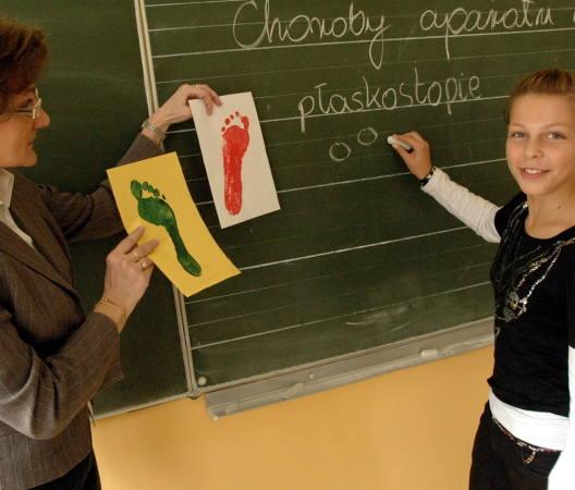 Wczoraj na lekcji biologii w gimnazjum nr 2 Agnieszka Skorupińska miała narysować kredą na tablicy odcisk stopy, który przyniosła nauczycielka Maria