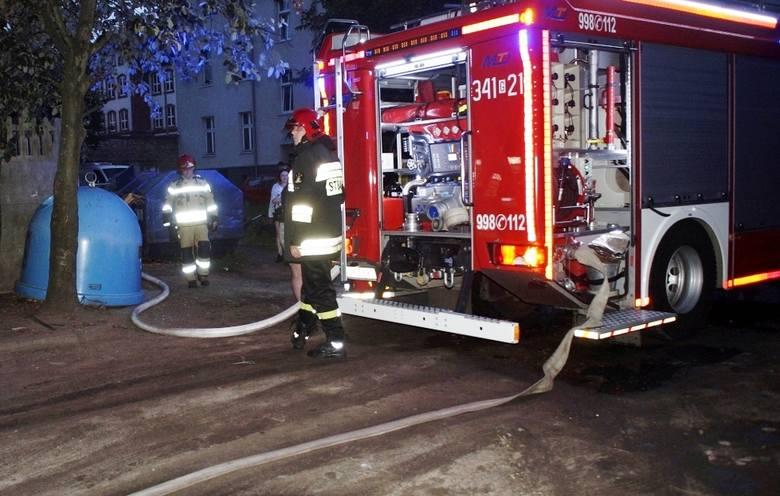 Na zapleczu runku przy ul. Wolności w Słupsku doszło do pożaru. Budynek doszczętnie spłonął.