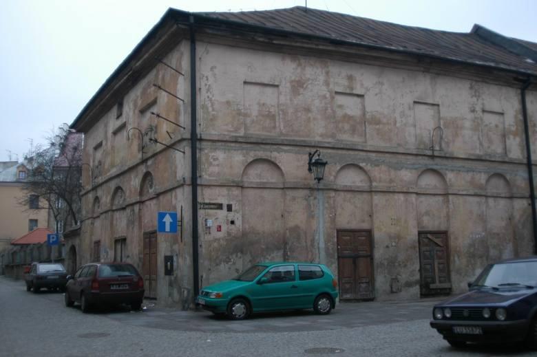 Teatr Stary powstał w 1822 r. Jest drugim - po krakowskim imienniku - najstarszym takim obiektem w Polsce