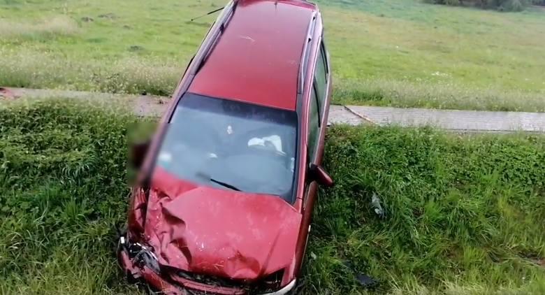 Na drodze krajowej z Wyszkowa do Serocka w miejscowości Kręgi Nowe doszło do zdarzenie drogowego z udziałem dwóch osobówek – opla i volkswagena.