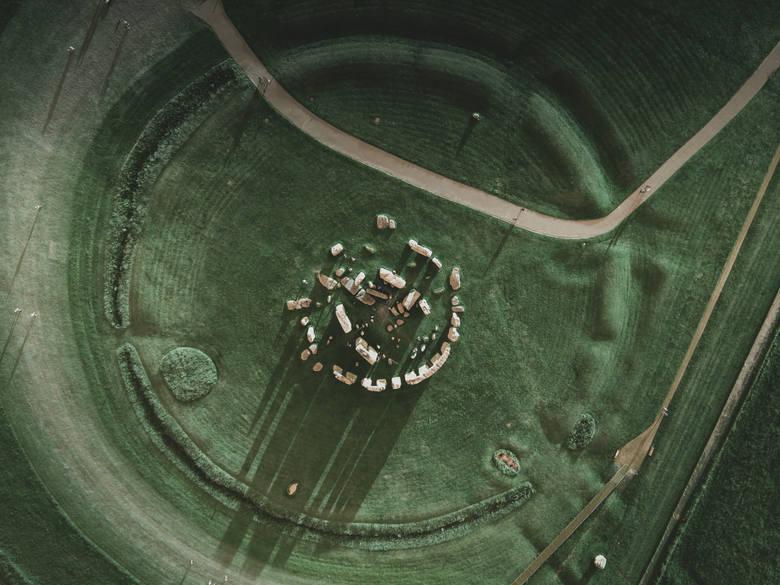 Stonehenge, Wielka BrytaniaKamienny krąg to jedna z najsłynniejszych europejskich budowli megalitycznych, pochodząca z epok neolitu i brązu.Kromlech