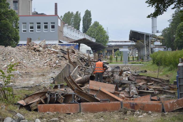 Rozbiórka budynku folii - stan na środę