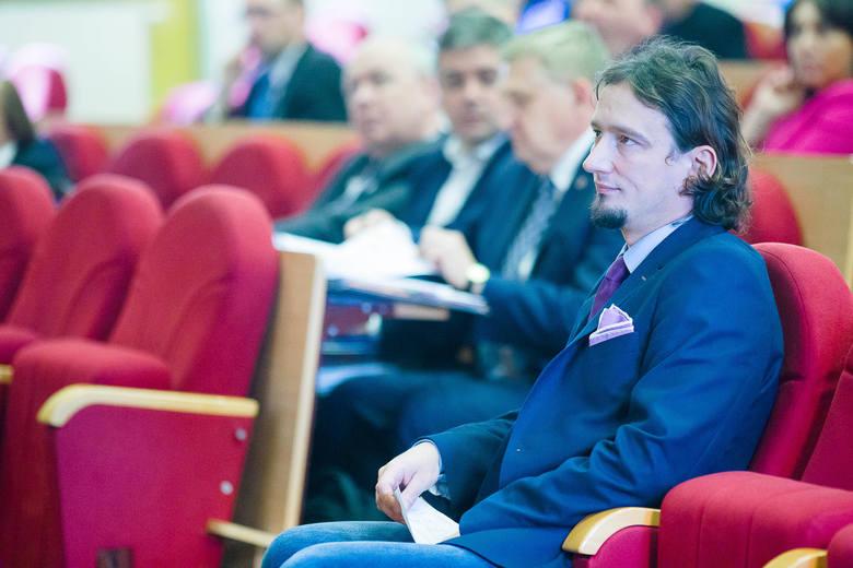 Maciej Biernacki z PO przekonywał, że w Sejmie jest projekt ustawy, który wprowadzi obostrzenia przy sprzedaży mieszkań komunalnych. - Może więc być tak, że lokatorzy i tak ich nie wykupią - mówił.