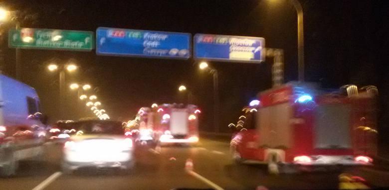 Katowice: Wypadek na Murckowskiej przed zjazdem na autostradę A4 na Wrocław i Zakrętem Mistrzów. Korek sięga Roździeńskiego koło Ikei