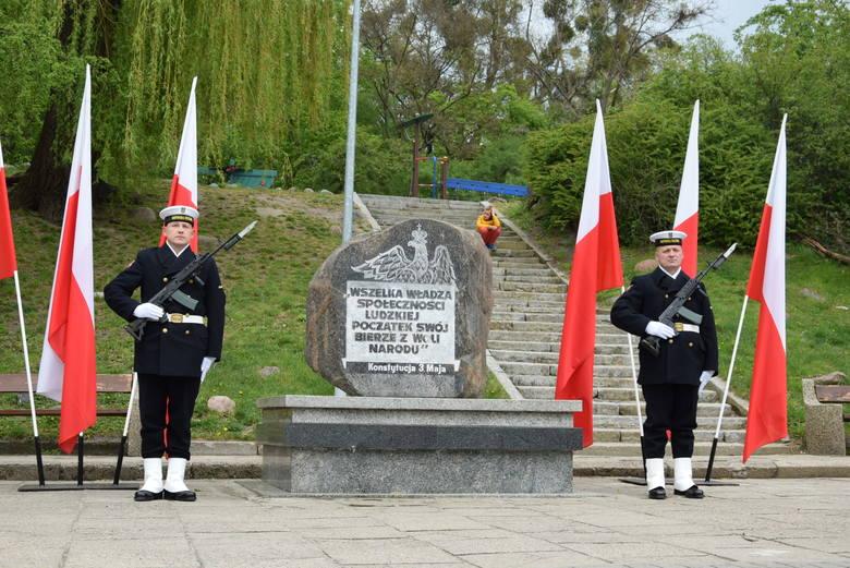 Święto Narodowe Konstytucji 3 Maja w Gdyni. Złożenie wieńców i salut świąteczny [zdjęcia]