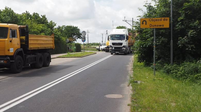 Trwa remont na torach kolejowych na ul. Lechickiej w Koszalinie.