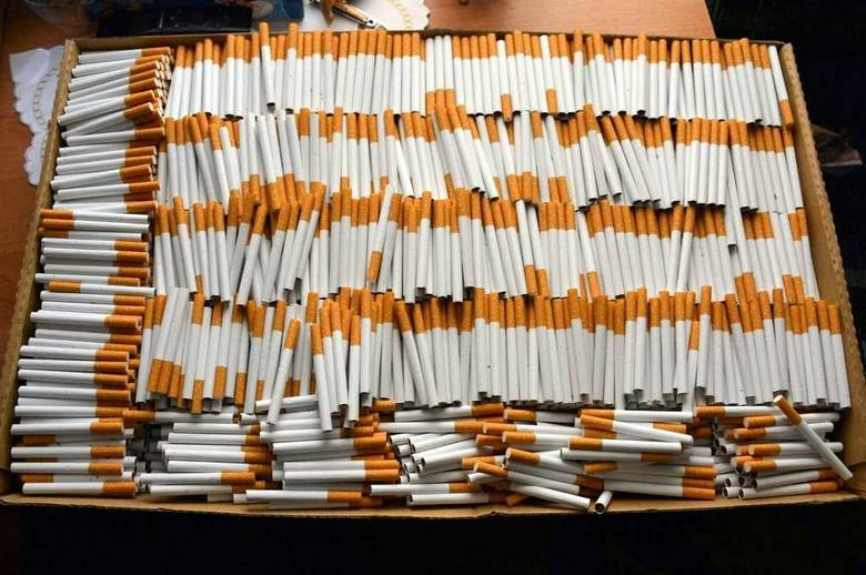Ponad 1500 paczek nielegalnych papierosów przechwycili funkcjonariusze Służby Celno-Skarbowej z Łomży wspólnie z funkcjonariuszami Placówki Straży Granicznej