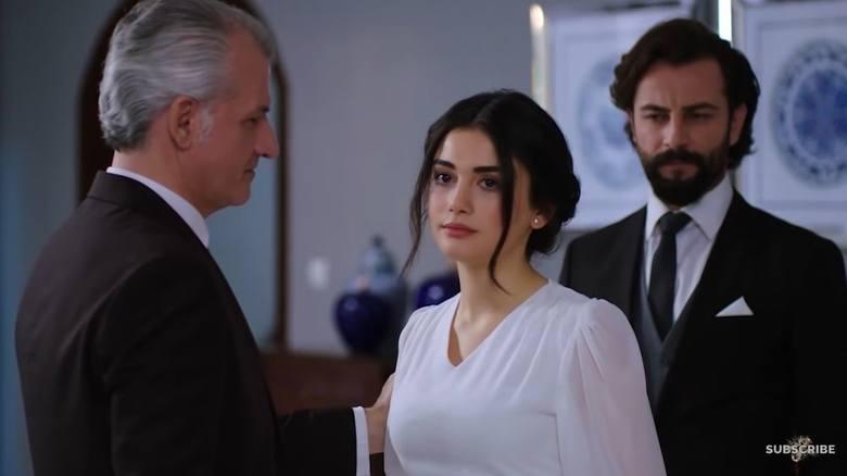 Reyhan (Özge Yağız)Wychowała się na wsi i dorastała w tradycyjnej rodzinie. Piękna i skromna dziewczyna, wychowana w szacunku do tradycji. Pewnego dnia