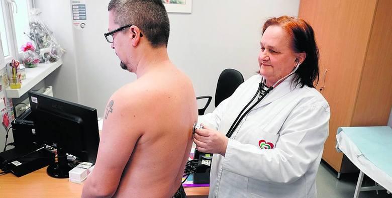 Gdzie są szczepionki na grypę? Sezon szczepień przeciwko grypie wystartuje później niż zwykle. Umieralność na grypę wzrasta