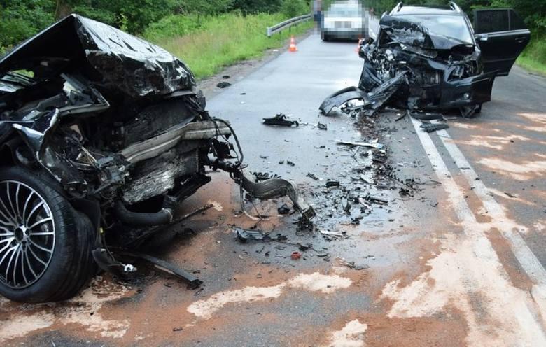 Wypadek w Wejherowie. Czołowe zderzenie na ulicy Marynarki Wojennej. 29.07.2020 r. Cztery osoby poszkodowane