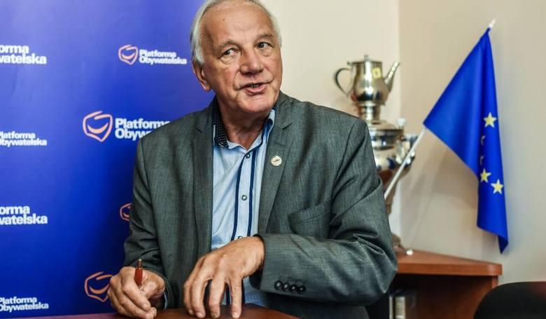 """Ustawa PIT 0 wraca do komisji po poprawce Jana Rulewskiego. """"Ulga ma być dla osób do 30 lat i tylko po mat-fiz"""""""