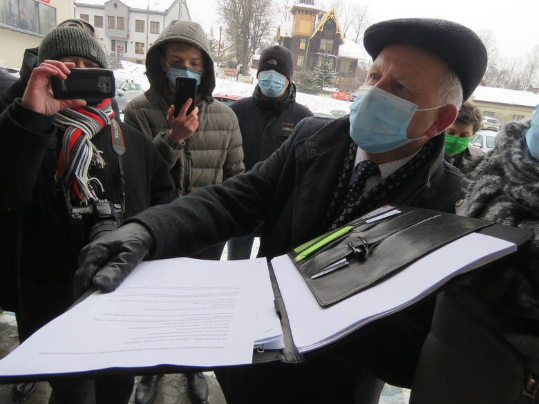 W Kalwarii Zebrzydowskiej mają problem z aptekami, a właściwie z jedną ...Burmistrz Augustyn Ormanty zapewnia, że ma podstawy by domagać się interwencji