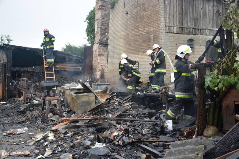 Pożar budynku gospodarczego w Wałdowie (pow. sępoleński). Z ogniem walczyło pięć zastępów straży pożarnej. Straty oszacowano na ok. 50 tys. zł.Strażacy