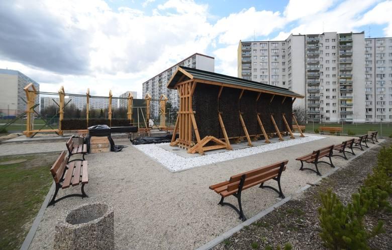 Tężnia w Parku Solankowym w Inowrocławiu. Kompleks ma 322 metry długości i 9 wysokości