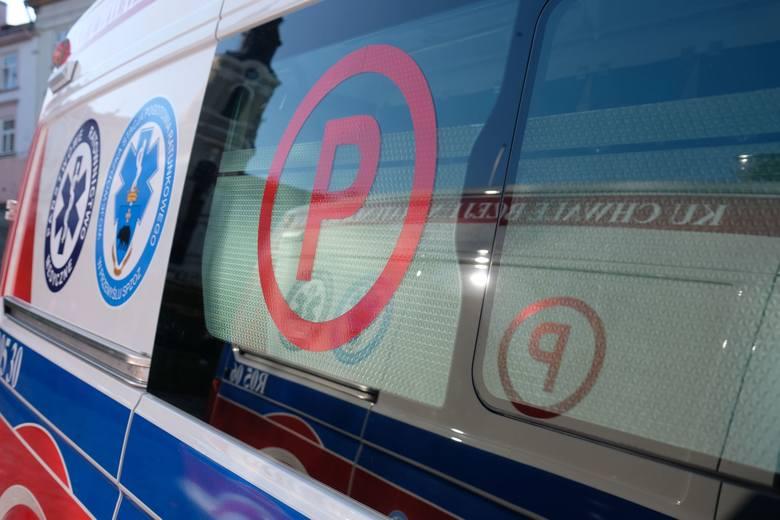 Wypadek w miejscowości Padew Narodowa. Jedna osoba jest zakleszczona w samochodzie