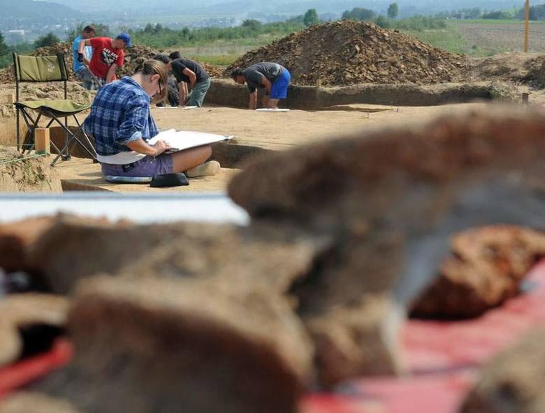 Piec z czasów rzymskich. Archeologiczne odkrycie w powiecie jasielskim [ZDJĘCIA, WIDEO]