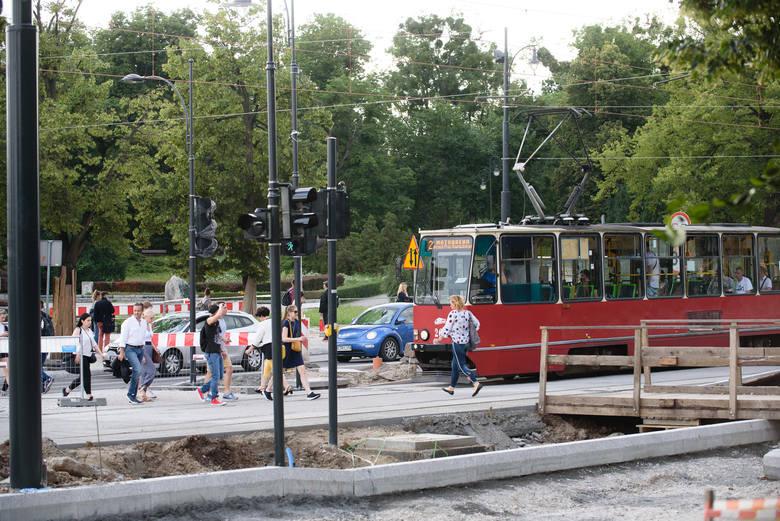 Jesienią ma się zakończyć przebudowa placu Rapackiego, którą rozpoczęto w zeszłym roku. Trwa opracowywanie koncepcji organizacji ruchu. Co zmieni się