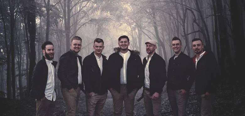 Muzykanci występują w góralskich strojach, tylko wtedy, kiedy grają prawdziwy, tradycyjny folklor. Jednak jak sami mówią, tradycyjne góralskie brzmienie