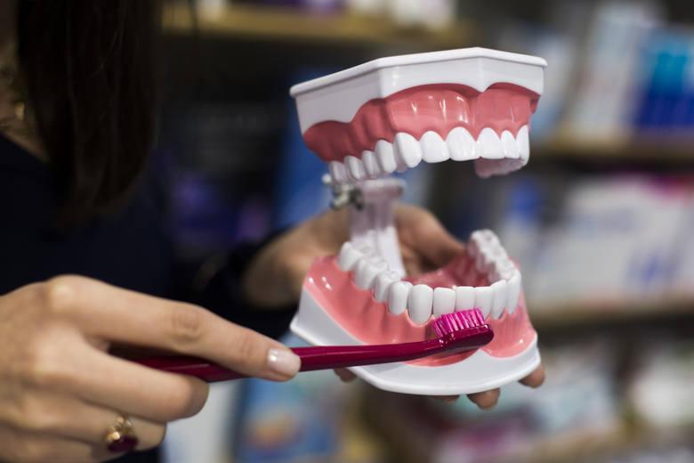 Leczenie kanałowe zębów na NFZ. Kto może skorzystać z refundacji?