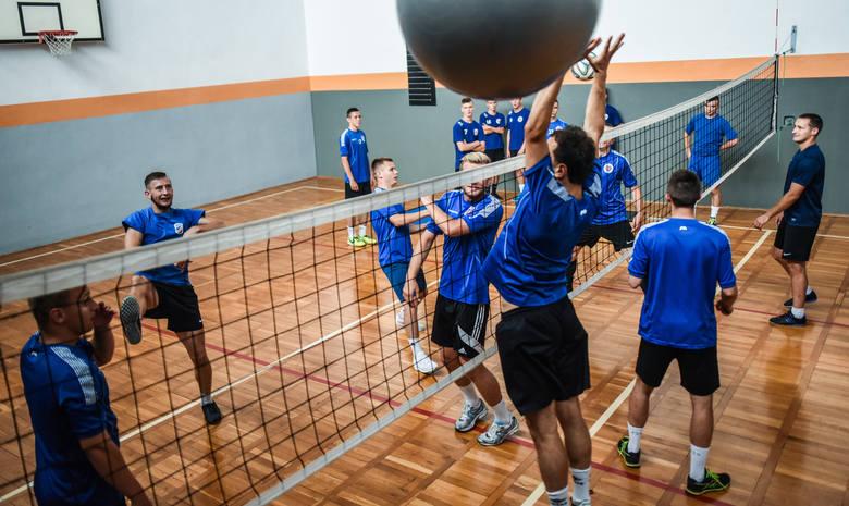 Bydgoscy piłkarze szykują się do nowego sezonu. Kluby nie chcą pompować balonika