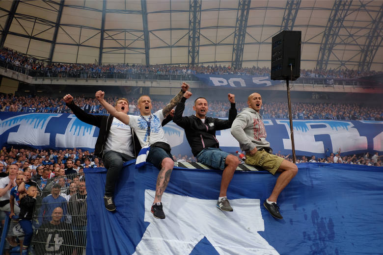 Lech Poznań odbudowuje zaufanie kibiców po fatalnym poprzednim sezonie. Idzie to bardzo dobrze i podczas piątkowego starcia ze Śląskiem Wrocław spodziewana