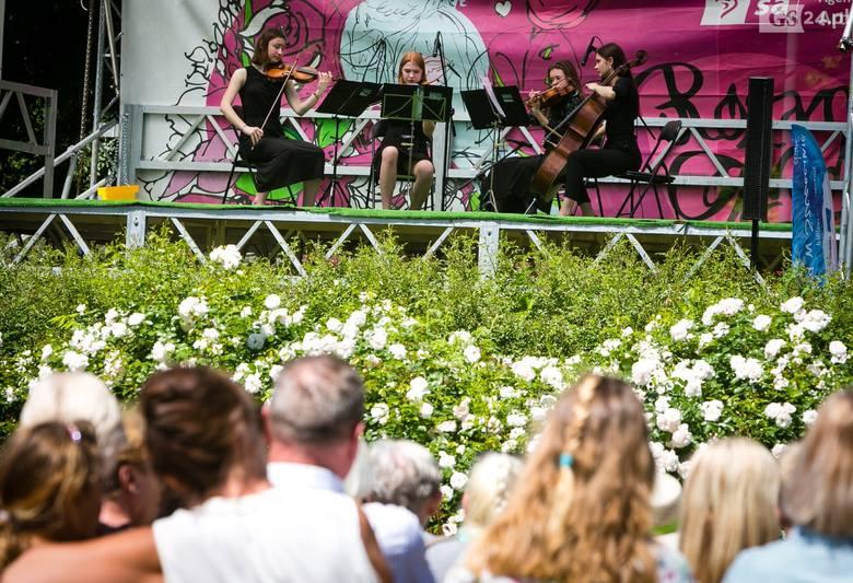 Uczniowie Zespołu Szkół Muzycznych im. Feliksa Nowowiejskiego w Szczecinie wystąpili w niedzielę na Różance. Koncert odbył się w ramach cyklu Różany