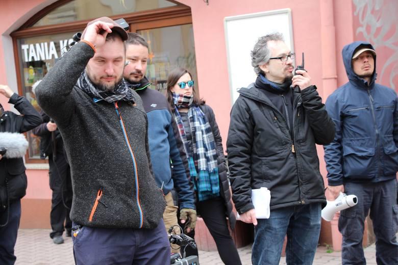 Nad przebiegiem zdjęć czuwała ekipa filmowa z reżyserem na czele.