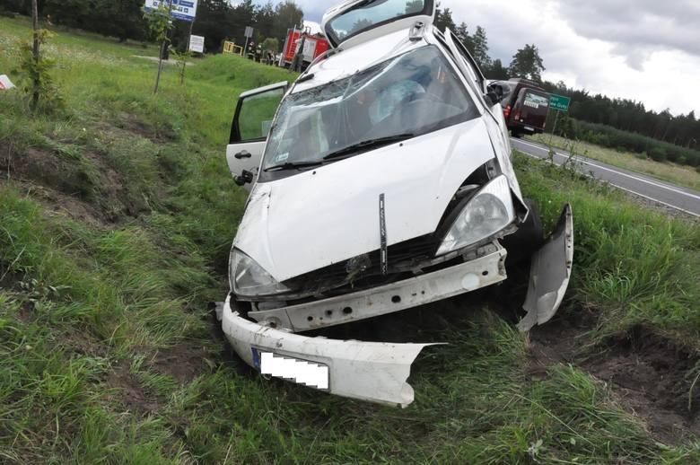 Kierowca z Łomży prawdopodobnie zasnął za kierownicą. Mężczyzna zjechał na przeciwległy pas ruchu i uderzył w forda.