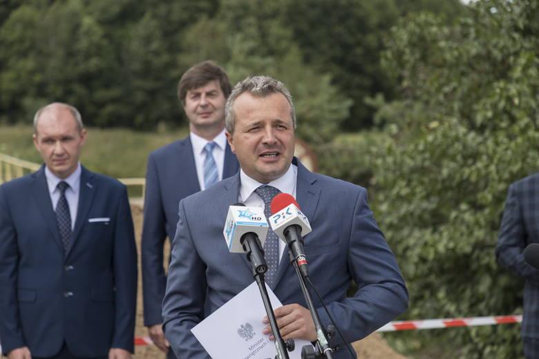Burmistrz Waldemar Stupałkowski odebrał od wojewody Mikołaja Bogdanowicza promesę na 482 tys. zł