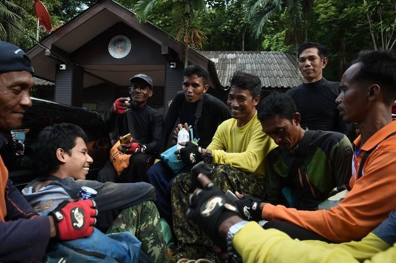 Tajlandia. Akcja ratunkowa w jaskini Tham Luang zakończona sukcesem. To był mecz o życie! [REPORTAŻ]