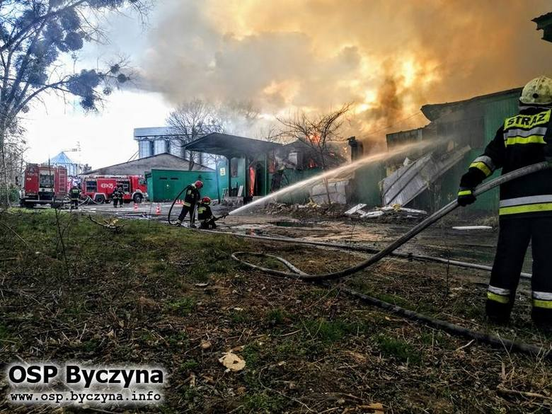 Pożar hali magazynowej w Kluczborku.