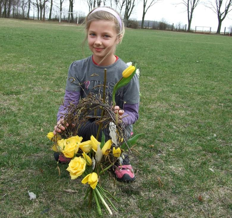 Pokaz florystyczny w Wierzbicy Górnej.  Gościem szkoły podstawowej była florystka Monika Bębenek.