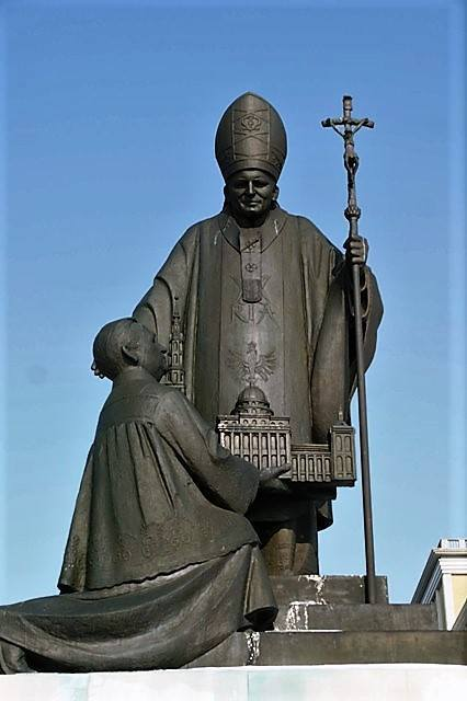Ks. Radek Rakowski: Pomnik księdza z Lichenia nie powinien już stać