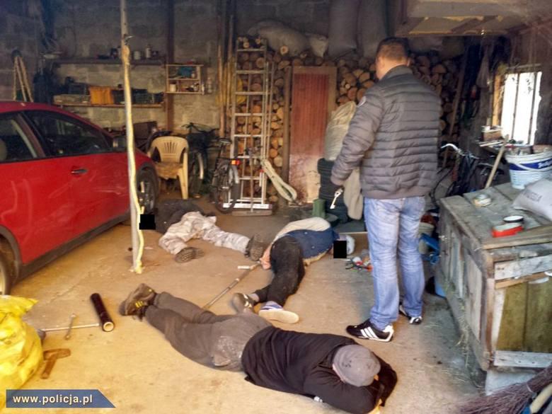Targówek. Dziupla złodziei rozbita. Rozmontowywali hondy (zdjęcia, wideo)