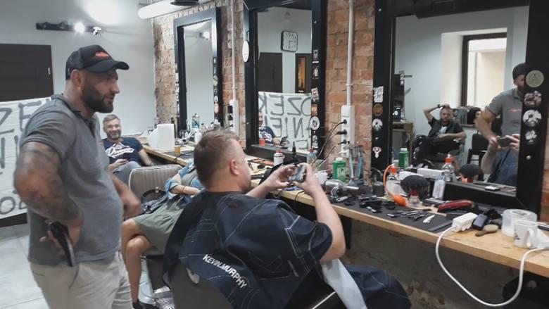 Zakończyło się bicie fryzjerskiego rekordu Polski. Mistrzowie nożyczek strzygli 72 godziny bez przerwy [ZDJĘCIA, WIDEO]