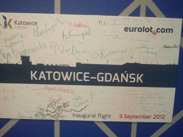 3 września 2012. Z Pyrzowic wystartował pierwszy samolot Eurolotu do Gdańska. Przelot trwał nieco ponad godzinę. Kierunek obsługiwały maszyny typu ATR 42-500 i ATR 72-202, zabierały na pokład odpowiednio, 47 i 66 pasażerów. Niestety, połączenie istniało tylko kilka miesięcy.